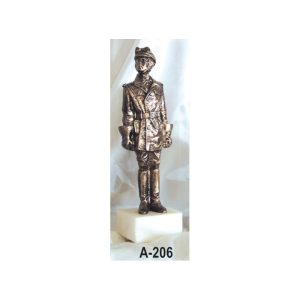 Figura Guardia trafico antiguo color bronce 34x10 cm.