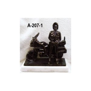 Figura Guardia trafico con moto 27x26 cm.